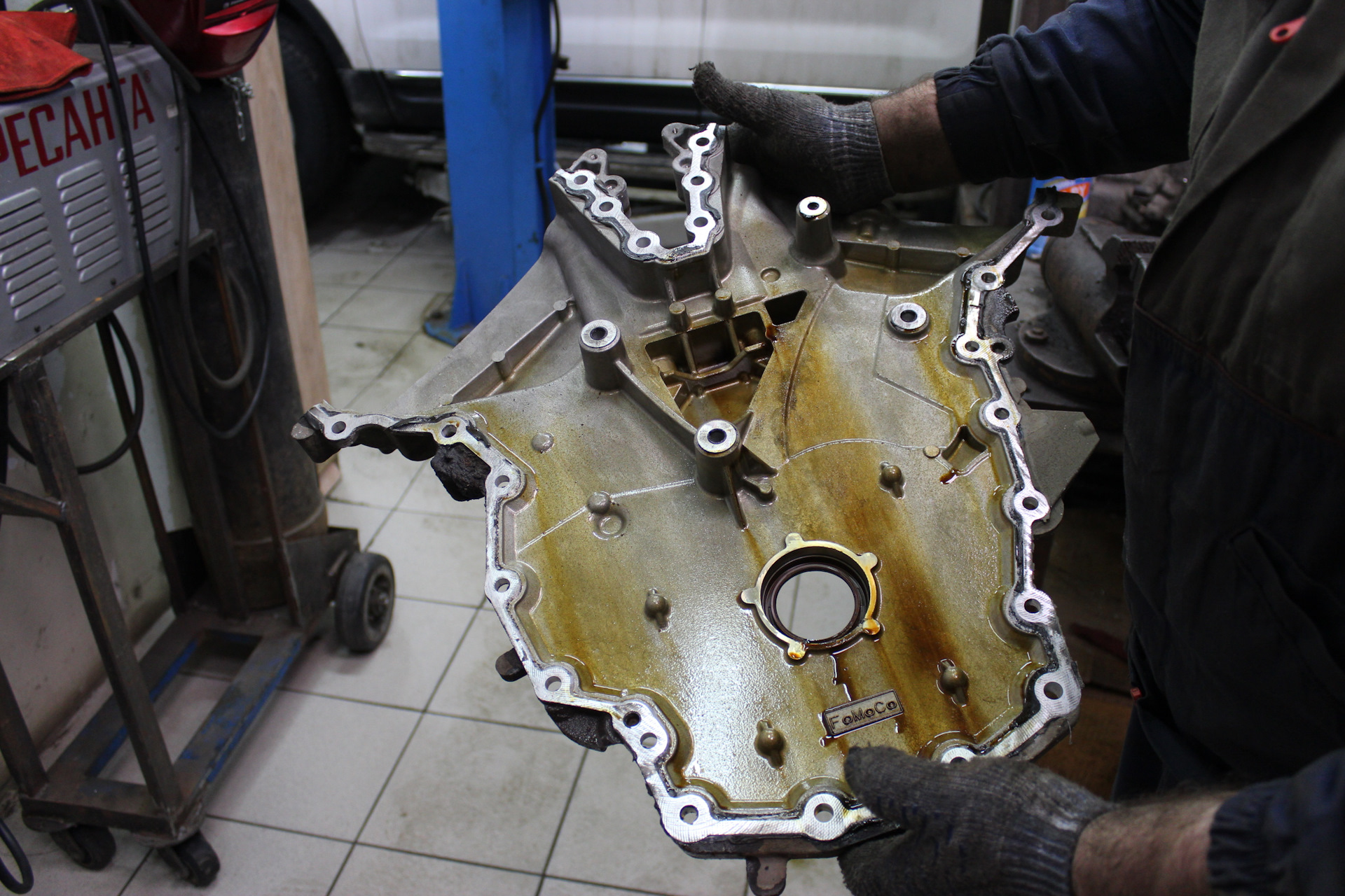 Приступаем к снятию передней крышки двигателя